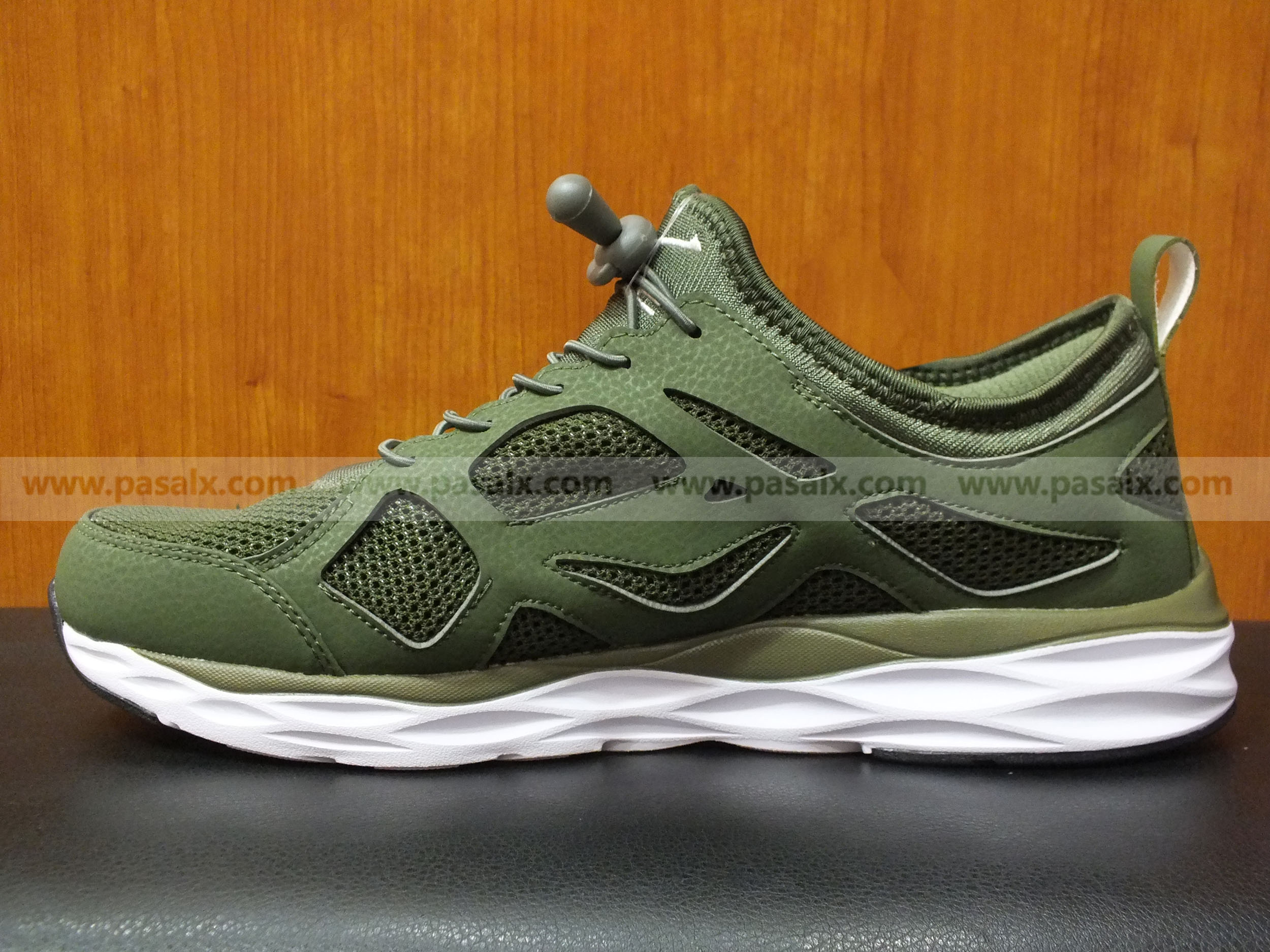 ERKE Training Shoes  For Men- 11113214430-507