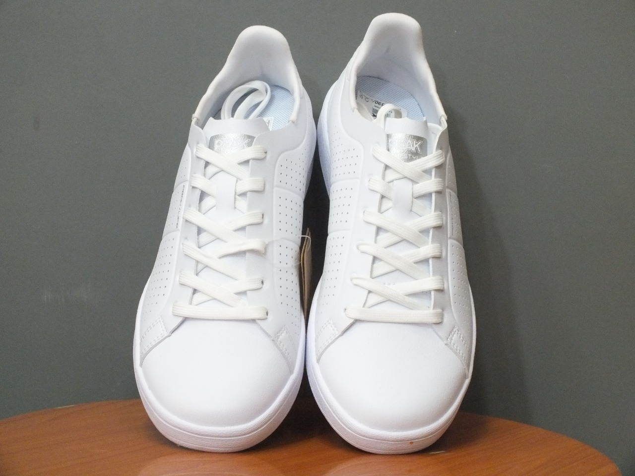 PEAK White Cultural Shoes For Women- FW02068B